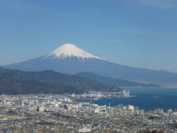 アッパーラウンジより眺めた富士山と清水港